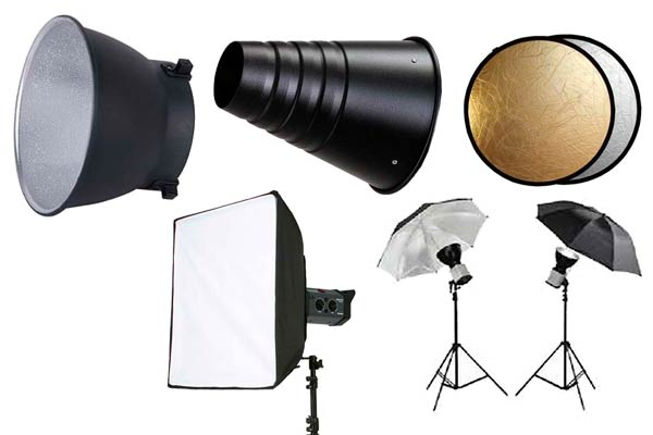 Diversos accesorios que permiten modificar y controlar la iluminación de un estudio fotográfico