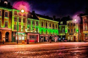 Las fotos iluminadas con luces de distintos orígenes dan lugar a imágenes con un gran cromatismo