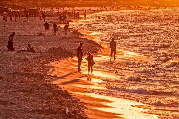Los momentos previos a la puesta de sol o los siguientes a su salida proporcionan una luz de tonalidades doradas muy impactante para muchos fotógrafos