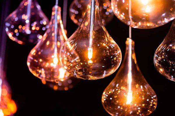 La luz incandescente proporciona tonos muy cálidos a las fotografías y un ambiente romántico